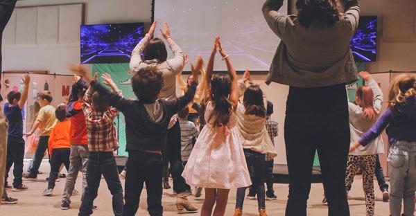 Terapia prin joc: cum îi ajută pe copii