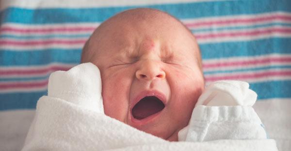 Lasăm bebelușul să plângă?