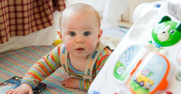 Dermatita, ecografia de şold şi eructaţia bebeluşului