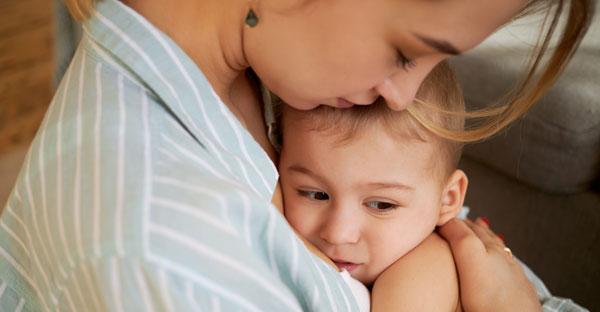 Copilul se trezeşte noaptea şi plânge